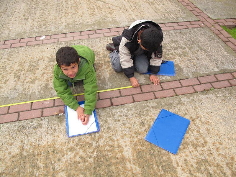 Mesurant formes (quadrades i rectangulars) a l'escola, a casa i al barri