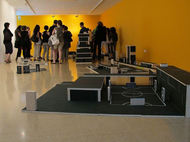 Visita dels participants a la jornada Art i Lloc, celebrada el 18.06.2011 a l'Escola d'Art i Superior de Disseny de Vic